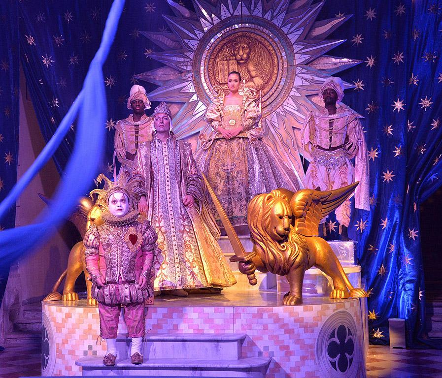 Венеция, Италия. Карнавалът е празник, разпространен в католическите страни и свързан при появата му с началото на Великите пости на Пепелна (Чиста) сряда.