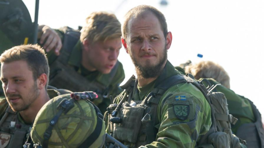 Швеция връща задължителната казарма