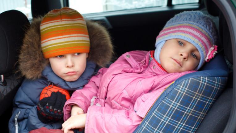деца кола зима