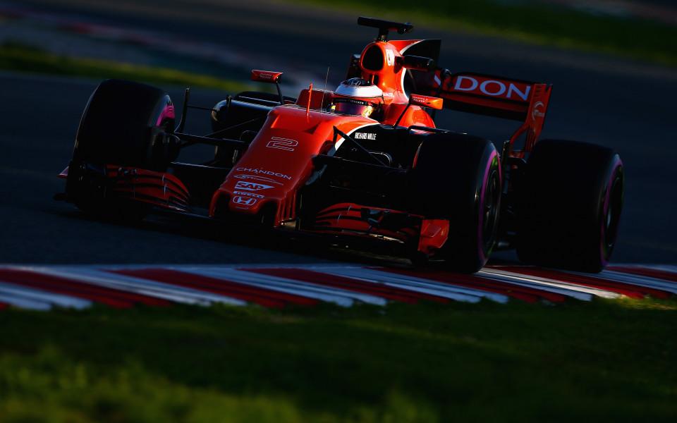 От Макларън защитиха Хонда за новите двигатели