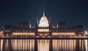Унгария иска референдум: бежанците са план на Сорос