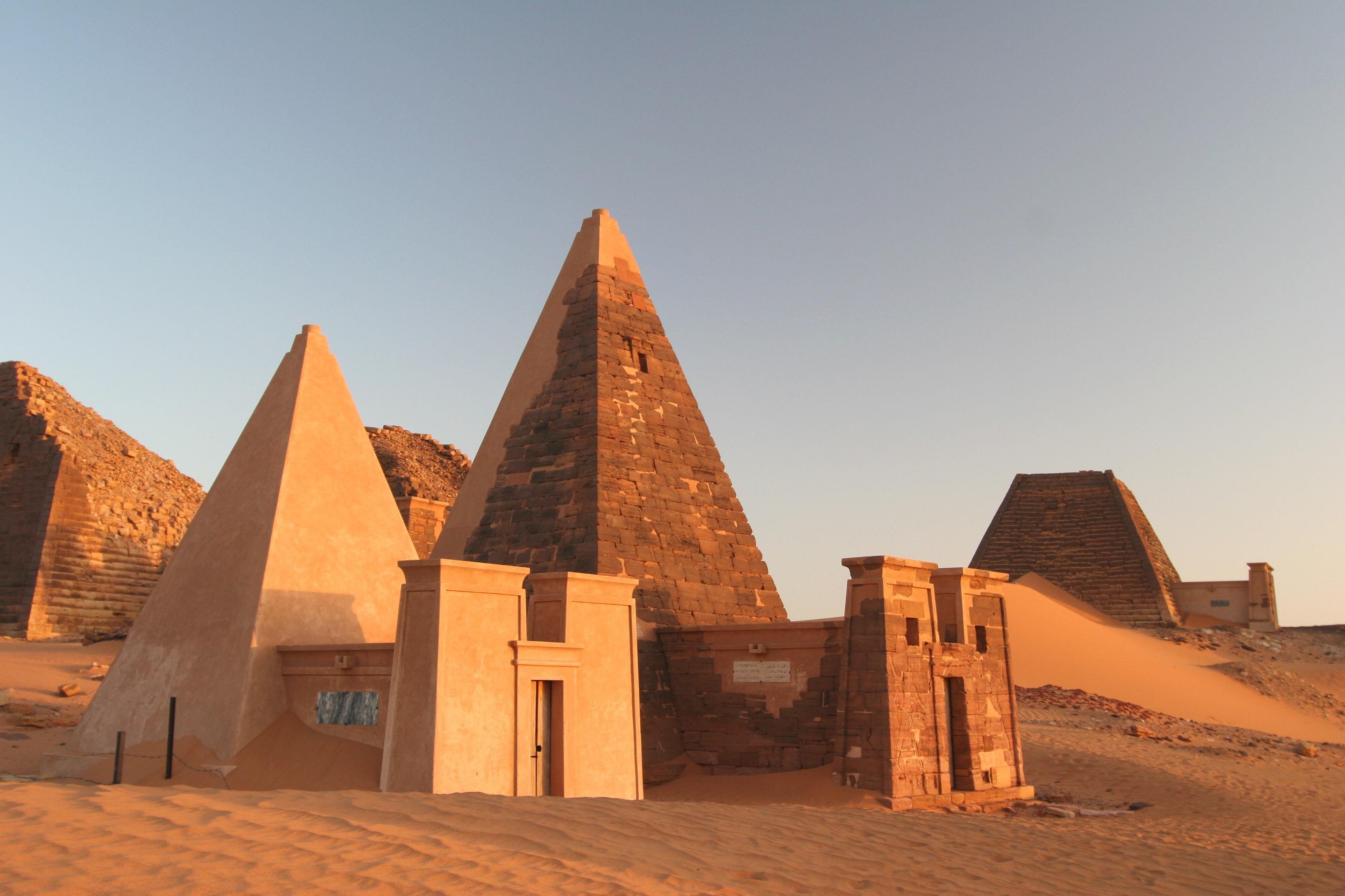 Пирамидите в Мерое