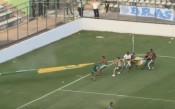 Страховит бой прекъсна мач в Бразилия