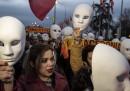Македонците свалиха маските
