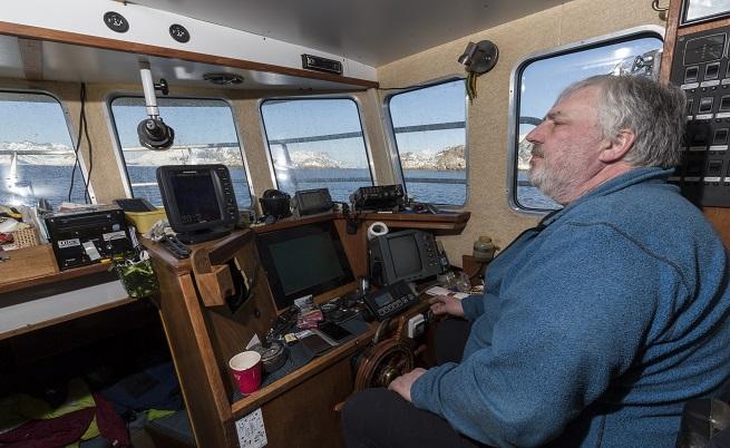 Това е викингът Руди, стар морски вълк, чиято цел през годината е да изпълни квотата си за улов на треска. След това идват туристите.