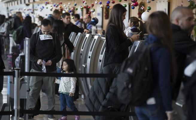"""Йорданските кралски авиолинии съобщиха в """"Туитър"""", че пътниците им от утре няма да имат право да внасят повечето видове електронни устройства в ръчния си багаж."""