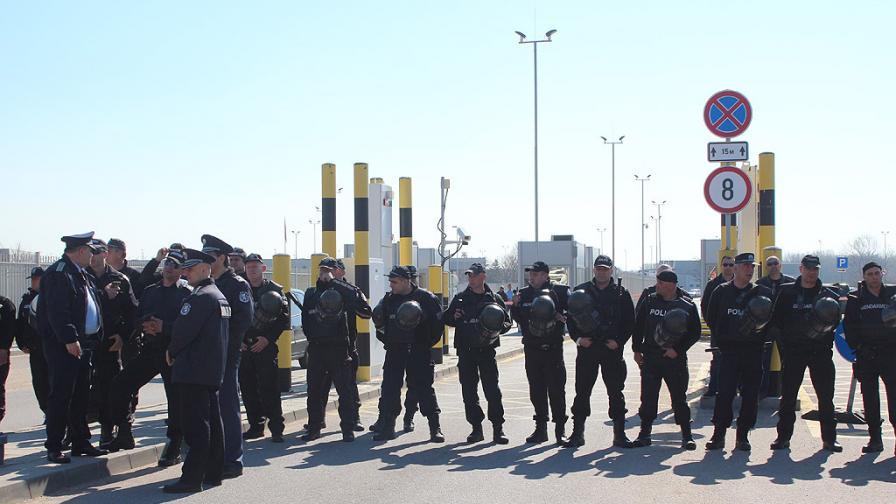 Автобусите от Турция тръгнаха, блокада на границата