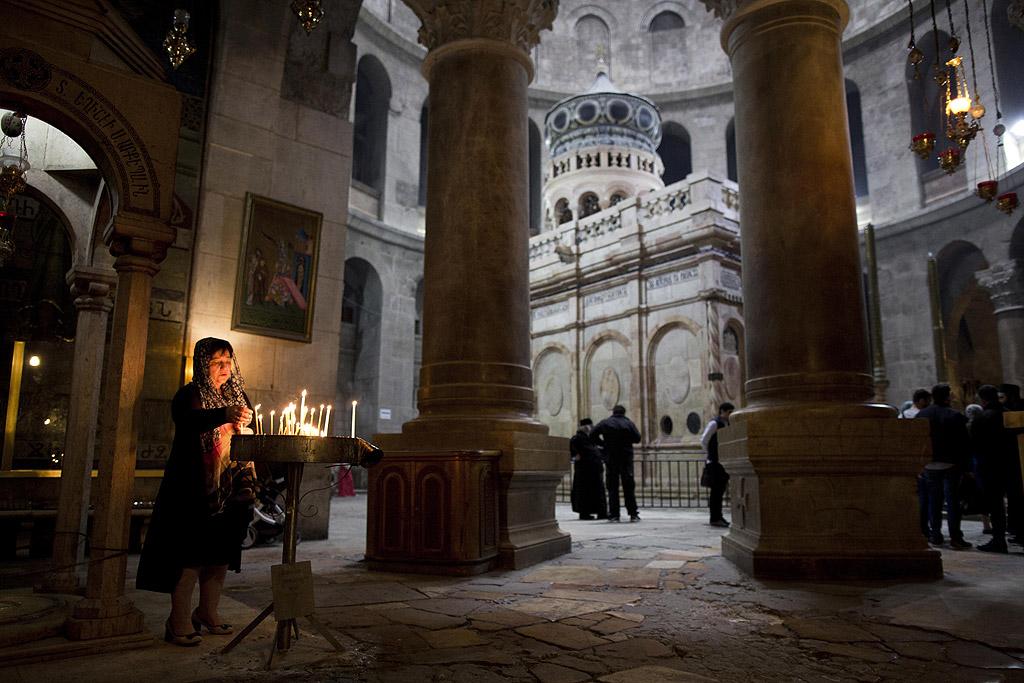 """В сегашния си вид параклисът е изграден през 1810 във вътрешността на храма """"Възкресение Христово"""", над пещерата, която вярващите почитат като мястото, където е бил погребан Исус Христос."""