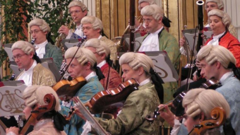 класическа музика виенски оркестър коледен концерт барок костюми