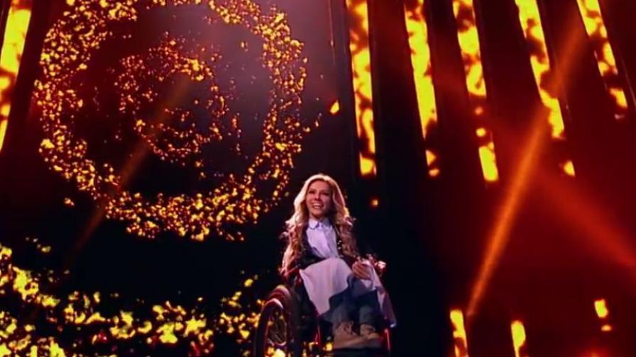 Самойлова е изнесла нерегламентиран концерт в Крим през 2015 година.