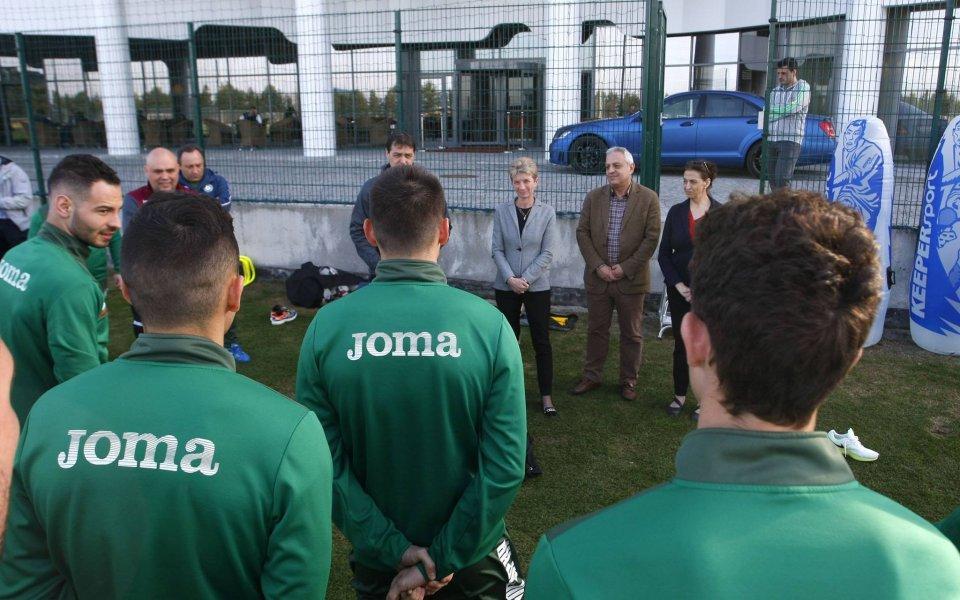 Министърът на спорта гледа националите в Бояна