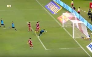 Най-невероятният пропуск: Четирима срещу вратар и няма гол