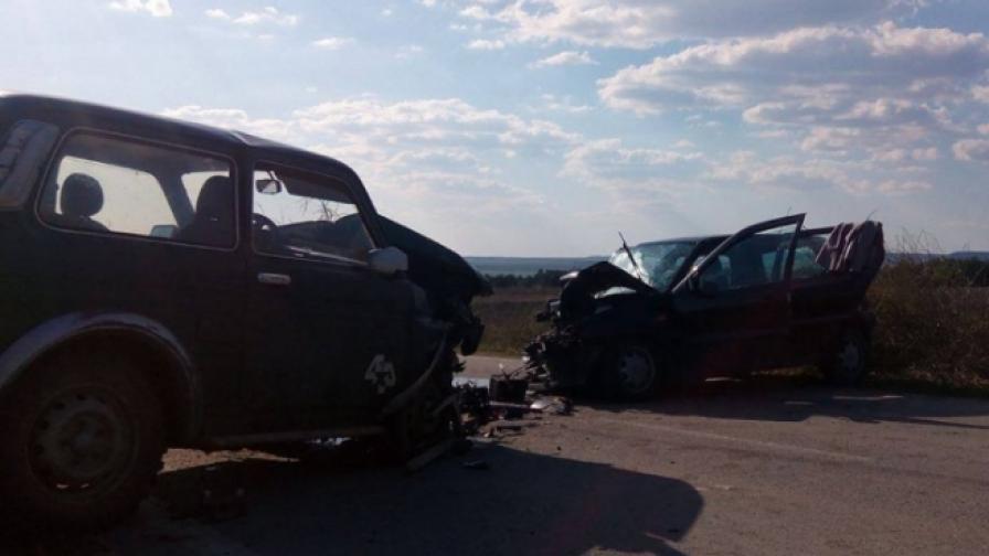Майка и дъщеря загинаха при катастрофа в Шуменско