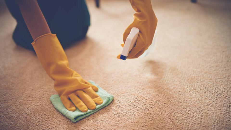 Как да почистим упорити петна от килима само с 3 съставки