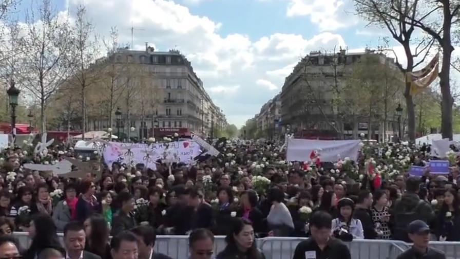 Войната на китайците в Париж не спира