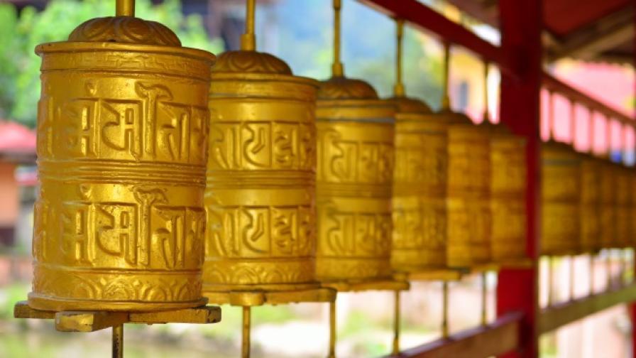 Тибетски лама заряза монашеството. Ожени се