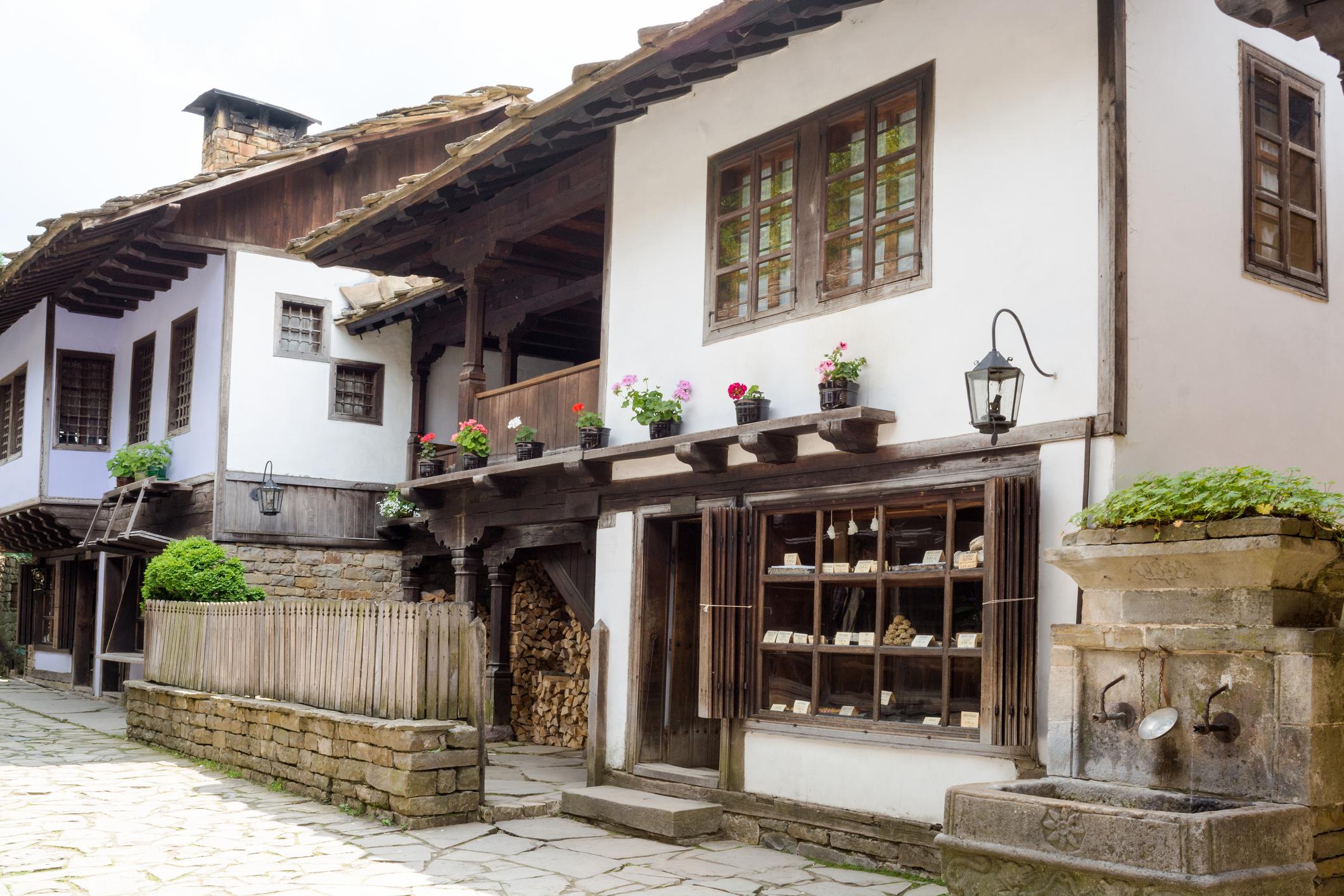<p>Етнографски музей на открито &bdquo;Етър&ldquo;, или&nbsp;Етъра, е&nbsp;музей на открито&nbsp;в едноименния квартал на&nbsp;Габрово.</p>