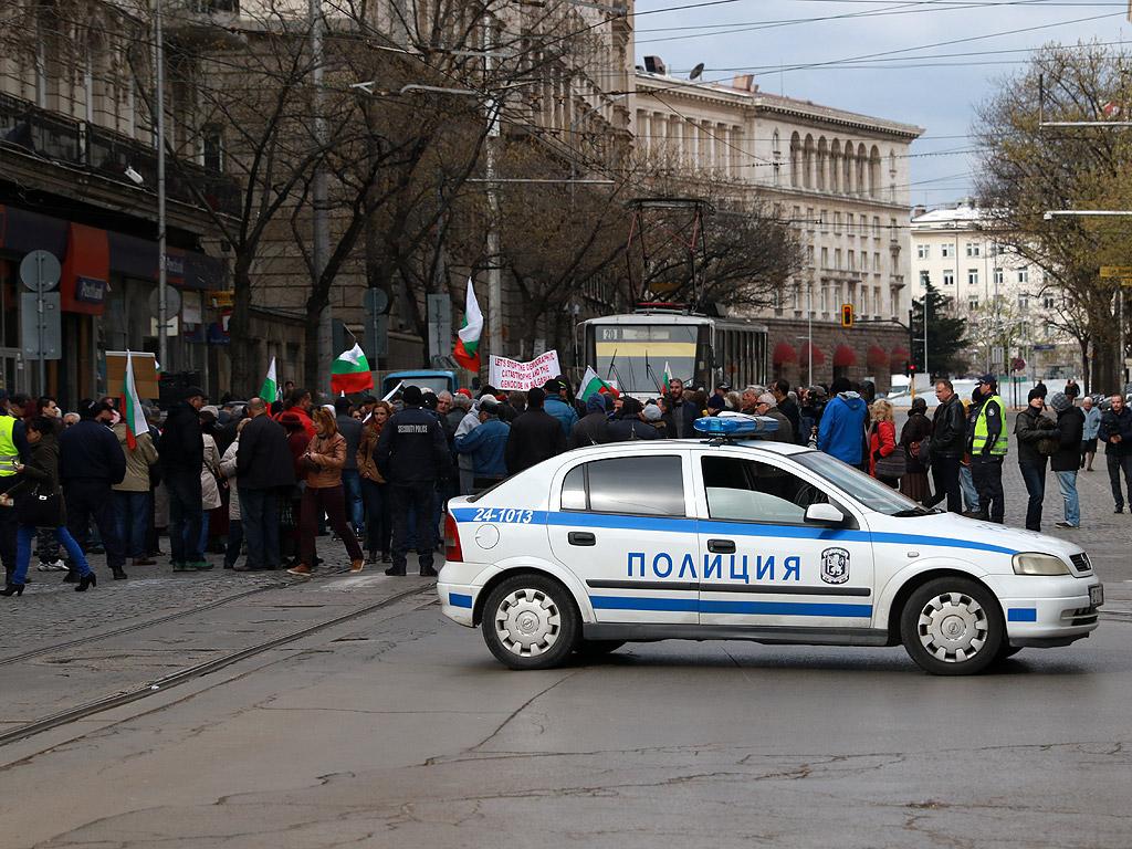 Протест пред КЕВР срещу увеличението на цените