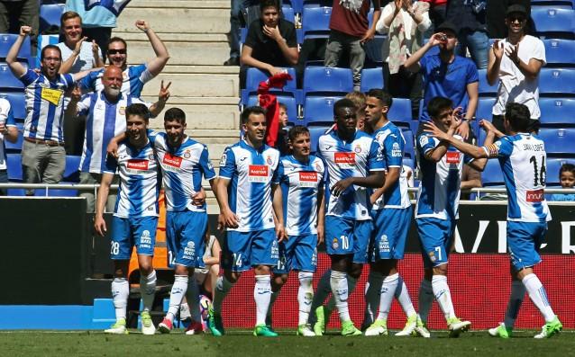 Пабло Пиати (четвъртият отляво) приема поздравленията.<strong> източник: БГНЕС</strong>