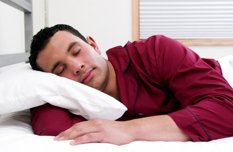 сън мъж спи сънува пижама