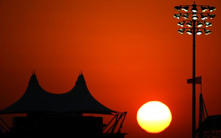 Хамилтън очаква жегата в Бахрейн да работи за Ферари