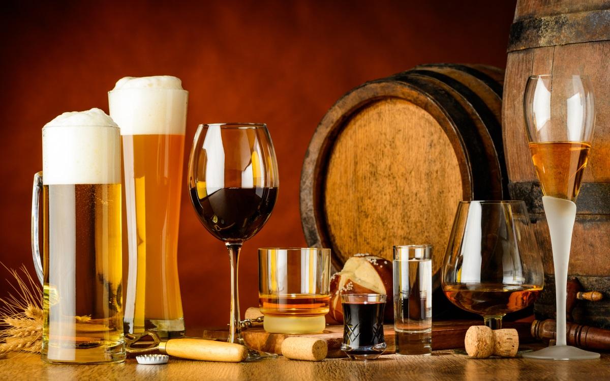 <p><strong>Алкохол</strong></p>  <p>Знаете, че пиенето на алкохол по време на бременност е категорично забранено. Да се наслаждавате на питие, докато се опитвате да забременеете обаче също може да се окаже проблем. Жените, които консумират дори само по едно алкохолно питие на ден са в 50% по-голям риск от безплодие, в сравнение с жените, които не пият.</p>