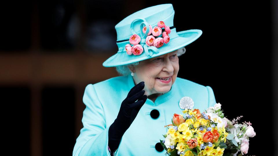 Необичайна среща в двореца - за лошото здраве на принц Филип или абдикация на Кралицата?