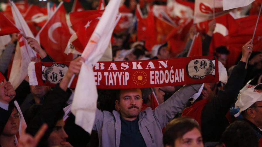 """Бивш консул: Гражданската война в Турция """"чука на вратата"""""""