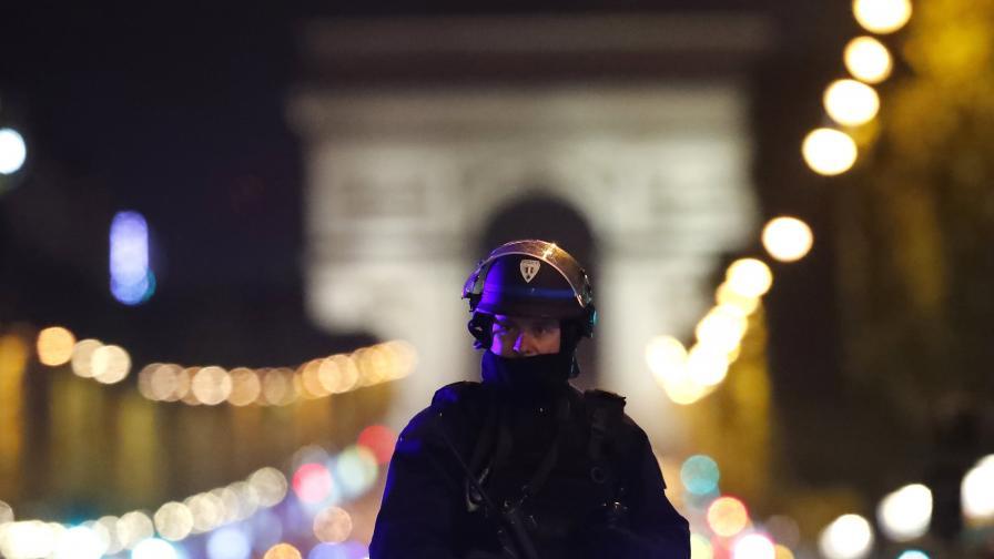 Така изглеждаше центърът на Париж след нападението, при което загинаха двама полицаи