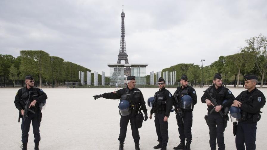 Засилено полицейско присъствие в Париж след нападението преди два дни