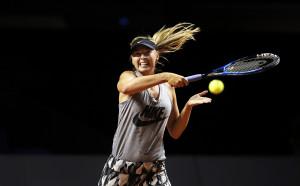 Мария Шарапова се завърна на корта с победа