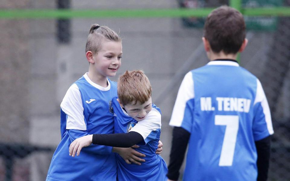 Деца на Левски играят с Байерн