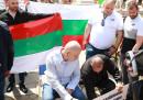 Слави Трифонов пристигна пред парламента, за да търси гражданските си права. Изтече двуседмичният срок, който той даде на депутатите, за да разгледат референдума му.