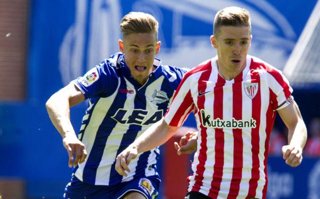Маркос Йоренте преследва Икер Муниаин от Атлетик за топката. източник: БГНЕС
