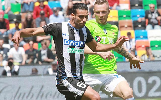 Али Аднан пази топката от Ясмин Куртич<strong> източник: БГНЕС</strong>