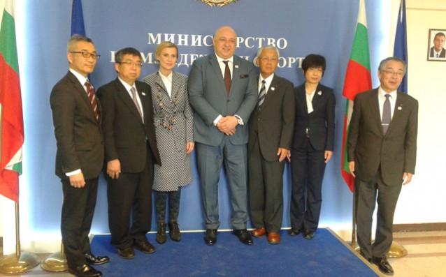 Министър Кралев прие делегация от японския град Мураяма, който ще посрещне гимнастичките ни преди Токио 2020 източник: ММС- Пресцентър