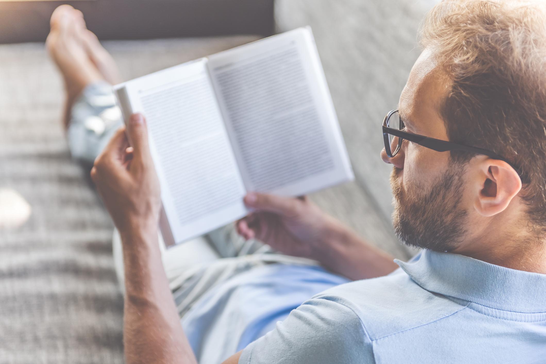 Използвайте почивните дни, за да научите повече.<br /> <br /> Просто е. Трябва да създадете навик да четете по един час, да спортувате или нещо друго, което може да ви обогати.