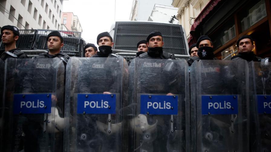 Ердoган пак се развилня, десетки арести в Истанбул