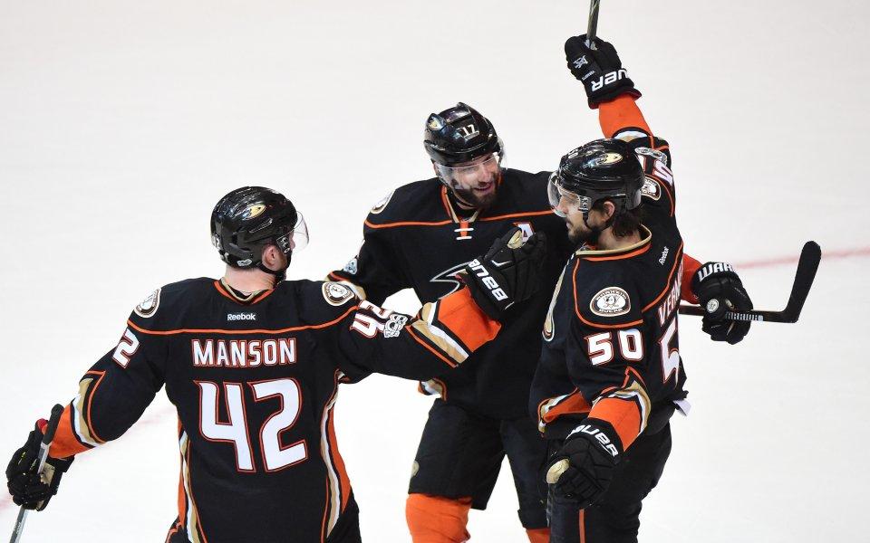 Анахайм с място в плейофите в НХЛ, Чикаго би Сейнт Луис