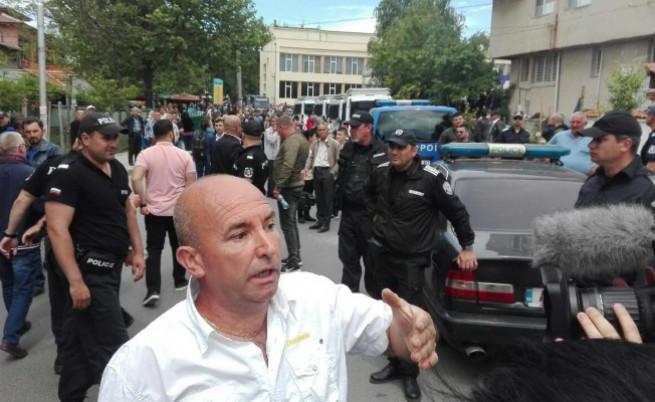 Вторият от отведените от полицията мъже
