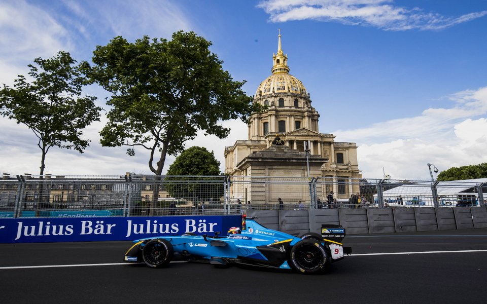 Разходка в парка за Себастиен Буеми в парижкия старт от Формула Е