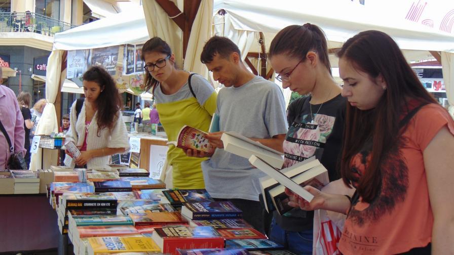Близо 70% от българите не си купуват книги