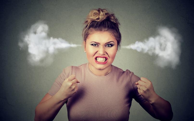 ядосана жена дразнител