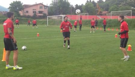 Нунеш вече тренира в лагера на ЦСКА, Гълъбов претърпя операция