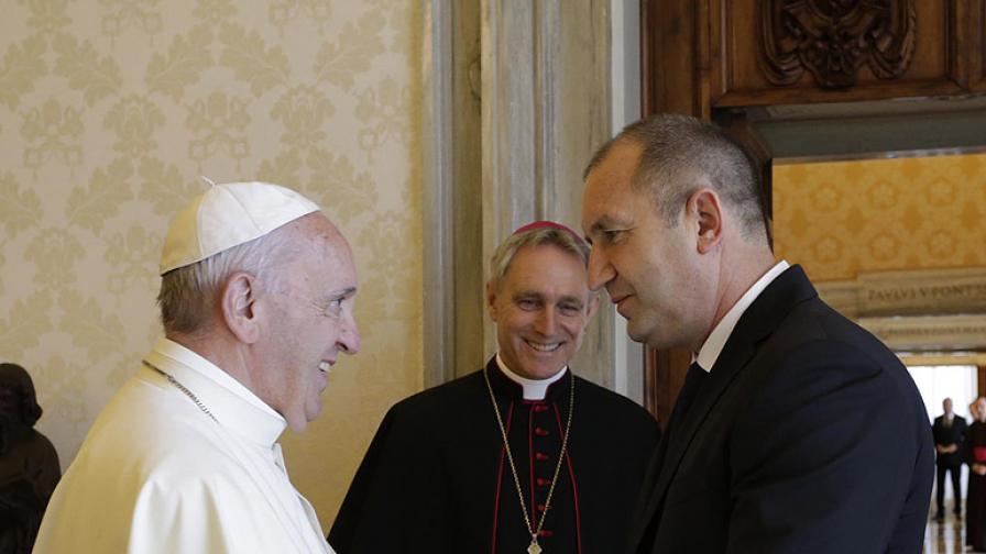 Тръмп предреди и Радев при папата