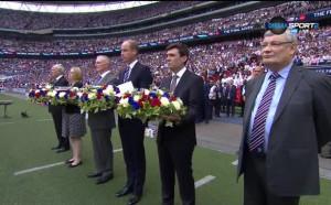 Почти 100 хиляди замълчаха в памет на жертвите от Манчестър