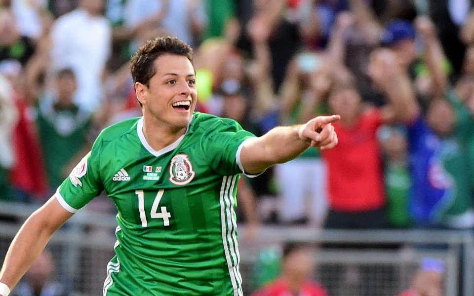 Чичарито отрече за оргия с проститутки в отбора на Мексико
