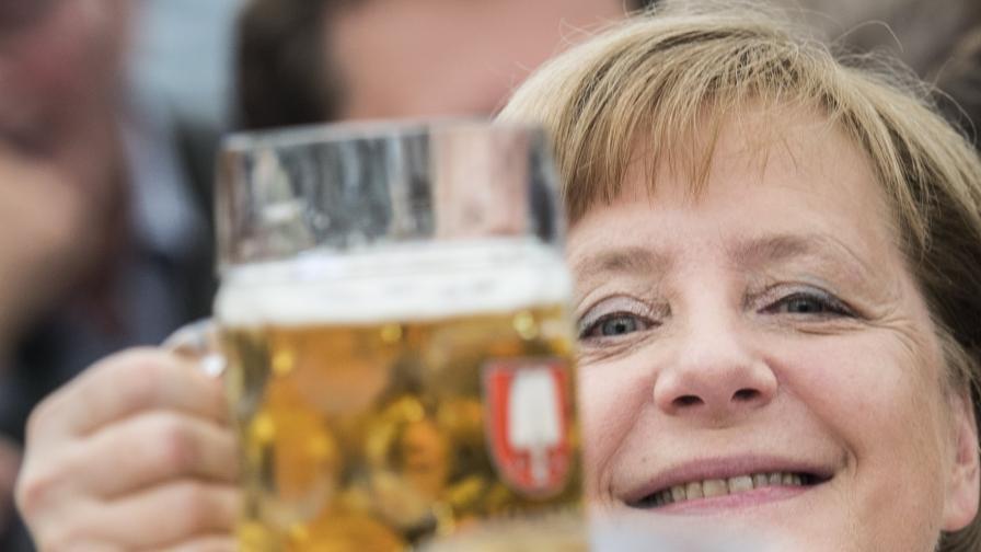 FT: Меркел само дето не обяви смъртта на Западния съюз