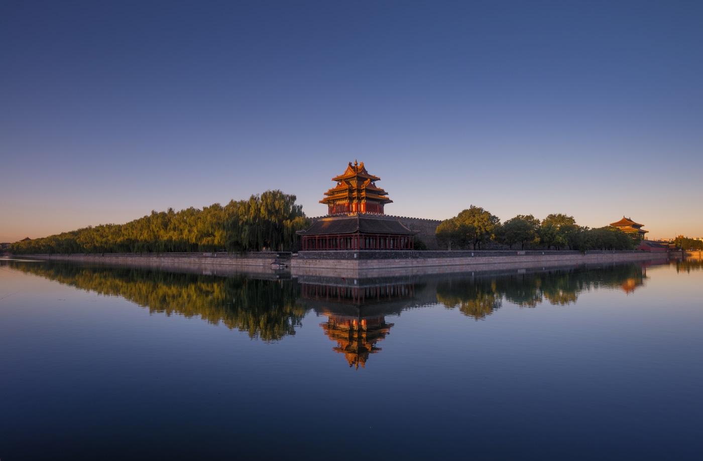 Императорските дворци на династиите Мин и Цин – разположен в централната част на Пекин, внушителният Забранен град бил китайският императорски дворец от векове, от династията Мин до края на династията Цин.