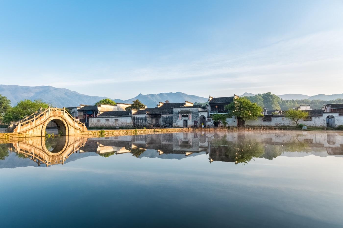 Хонгцун – древното село връща посетителите назад във времето с добре запазени сгради, датиращи отпреди стотици години.